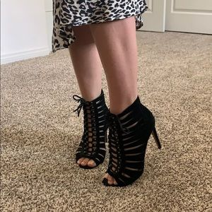 Vince Camuto Black Lace Up Heel Size 8